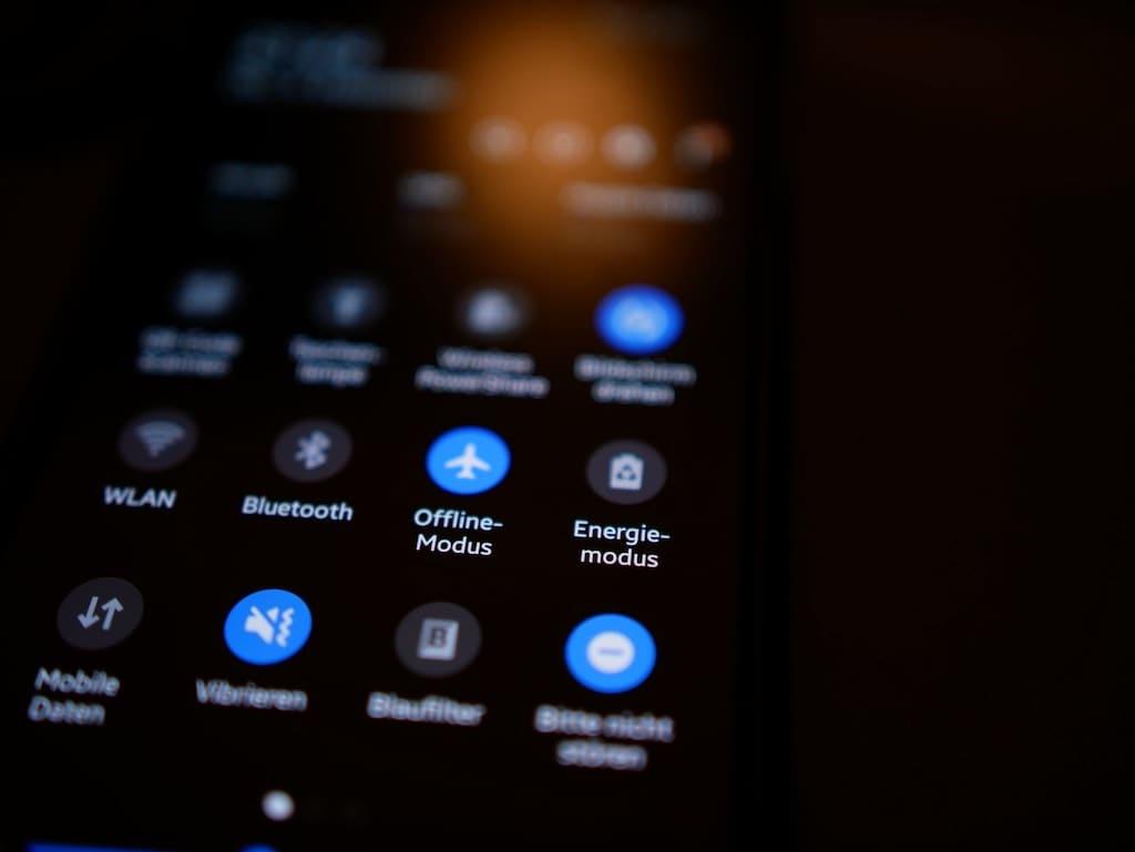 Darkmode auf Smartphone einschalten